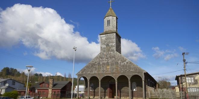 Achao: En Iglesia Santa María de Loreto se realiza trabajo de restauración