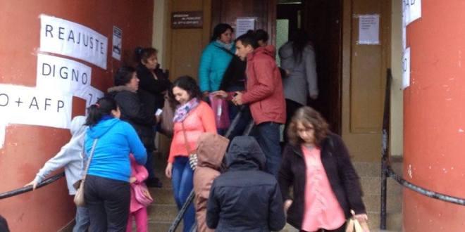 Funcionarios públicos de Ancud y Quemchi marcharon por calles céntricas